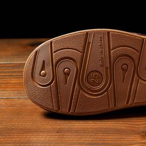 Image 4 - Zapatillas de casa de cuero sintético para hombre, calzado de interior, clásico, para primavera, 2020