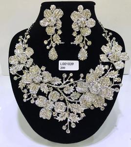 Image 2 - Zestawy biżuterii ślubnej dubaj złota biżuteria kobiety duży naszyjnik zestawy kobiety naszyjnik 24k złote zestawy biżuterii Rose naszyjnik kwiatowy