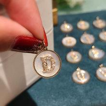 18K importation solide or jaune bijoux (AU750) femmes mode lettre chaîne incrusté diamant pendentif collier blanc nacre