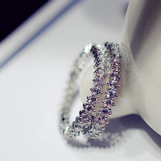 Фото простые круглые милые кольца серебряного цвета для женщин модные
