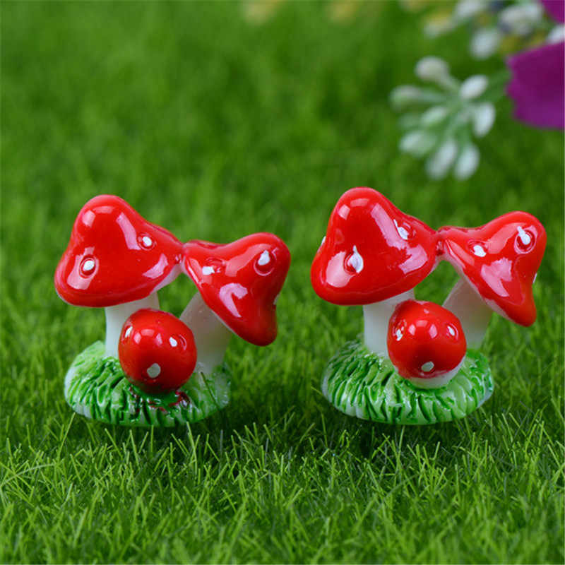 New  Mini Figurines Miniature Smiling Couples Mushroom DIY Dollhouse Resin Crafts Home Fairy Garden Ornament Decoration