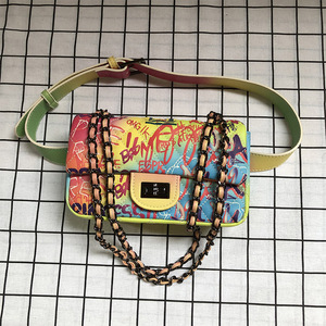 Image 4 - 26 センチメートル中規模カラフルな落書き虹バッグ女性のための 2019 の高級ハンドバッグ女性のバッグデザイナーの女性のクロスボディショルダーバッグ