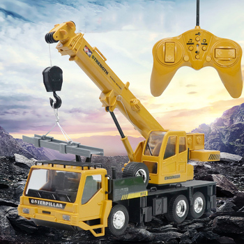 цена на RC Hoist Crane Model Engineering Car Toy 1:24 Remote Control Truck Crane Toy Rechargeable Remote Control Engineering Crane Truck