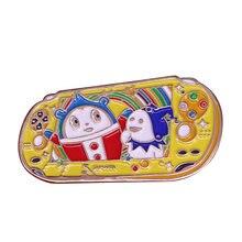Persona 4 teddie kuma inspirado handheld console esmalte pino jogo console broche p4a p4g ted sr. urso terno broche