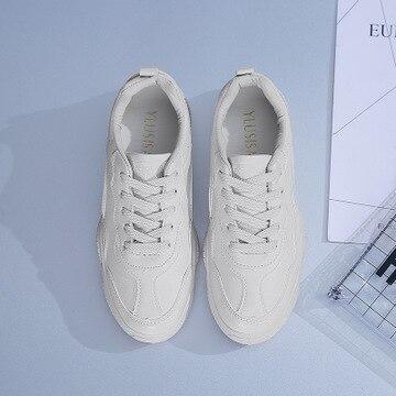 2019 primavera nuevos zapatos transpirables de color blanco deportes salvajes ligeros de mediana edad zapatos de mujer