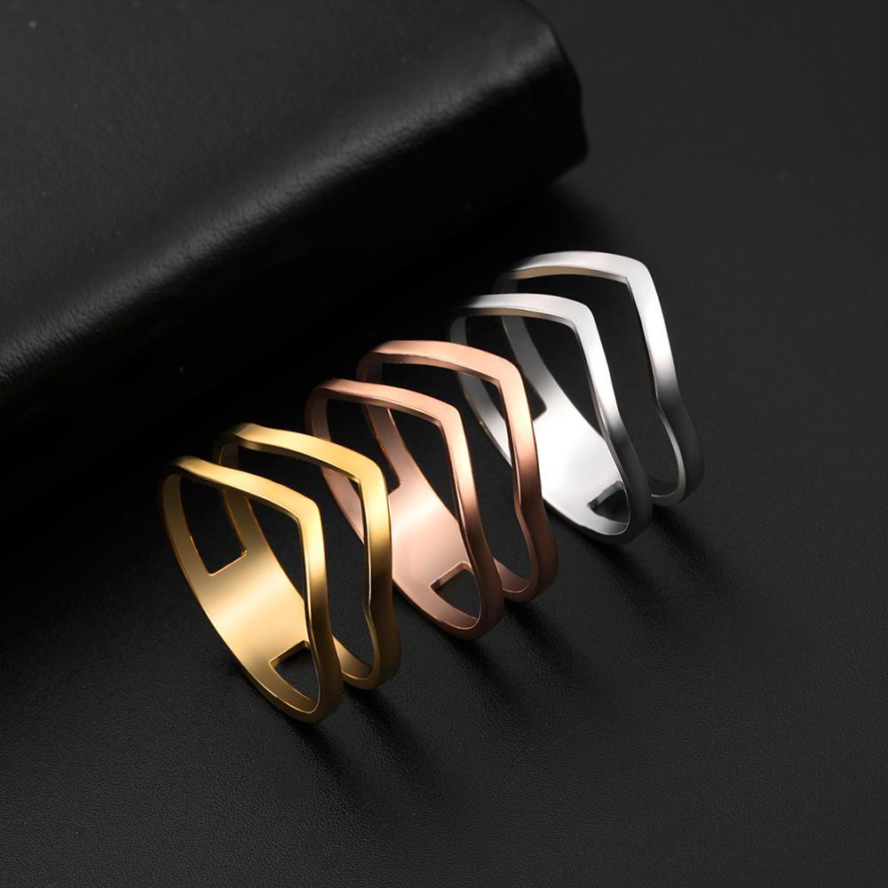 Skyrim 2021 Simple géométrique vague anneau en acier inoxydable couleur or fête bagues bijoux cadeau d'anniversaire pour les femmes filles
