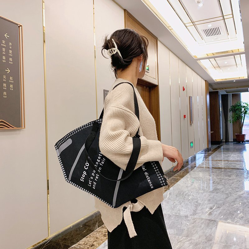 Женская сумка, новинка 2021, модная индивидуальная дизайнерская Холщовая Сумка через плечо с креативной маской, большая женская сумка для пок...