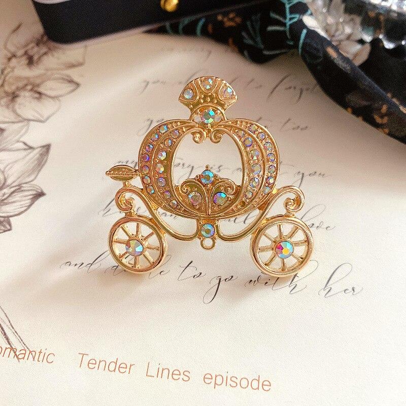CINDY XIANG Rhinestone kabak arabası broş barok tarzı Vintage tasarım kadınlar için kış aksesuarları iyi hediye
