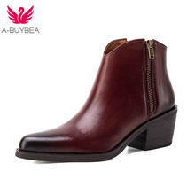Женские ботинки из натуральной кожи с острым носком на высоком