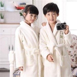Image 3 - Bebê menina robe flanela quimono banho crianças vestido de noite pijamas unisex crianças bonito dos desenhos animados roupão coral velo nightwear