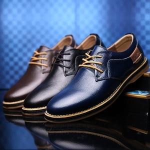 Image 1 - 2019 جديد الرجال أكسفورد جلد طبيعي فستان أحذية البروغ الدانتيل يصل حذاء كاجوال الذكور الأحذية المتسكعون الرجال حجم كبير 39 45