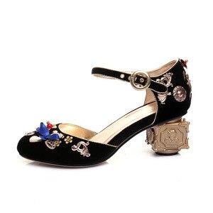 Image 2 - Phoentin azul veludo mary jane sapatos flores em forma de coração decoração estranho metal saltos borboleta nó fivela bombas sapatos ft268