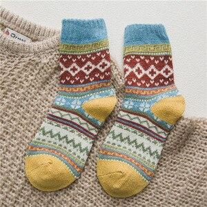 Image 5 - 5 زوج/وحدة جديد Witner سميكة الدافئة الصوف المرأة الجوارب خمر عيد الميلاد الجوارب جوارب ملونة هدية شحن حجم YM7020