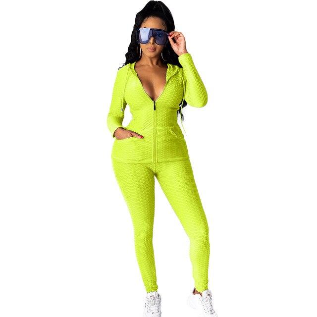 женская повседневная одежда из двух предметов брюки и топ на фотография