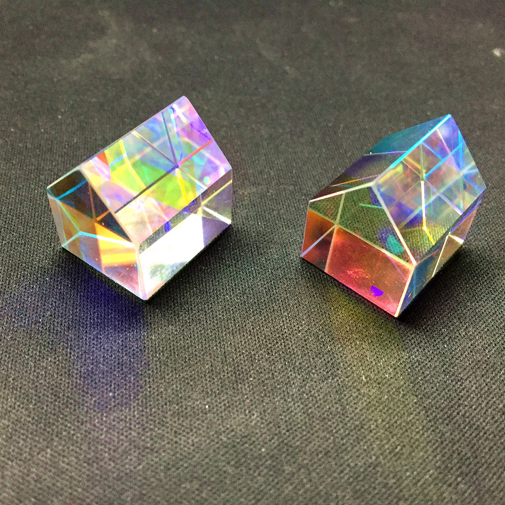 色ピクセルピラミッドクリスタルエネルギー発生器 Prism20mm K9 ガラス教授実験ツールカスタマイズ可能な家の装飾のギフト