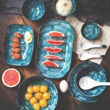 Керамическая тарелка в японском стиле с изображением красивого