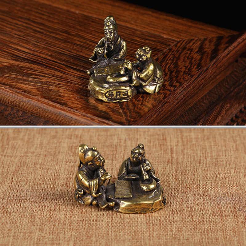 Kuningan Antik Orang Tua Bermain Catur Lukisan Kaligrafi Miniatur Patung-patung Teh Dekorasi Meja Kerajinan Aksesoris Tembaga Murni