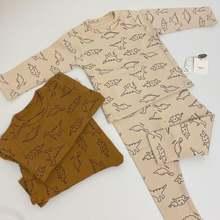 Детский комплект одежды из топа с длинным рукавом и брюк
