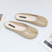 New fashion split toe shoes casual women's flat bottom soft bottom pig feet horse feet sheep feet summer sandals slippers new arrival background fundo painting white horse stables 7 feet length with 5 feet width backgrounds lk 2344