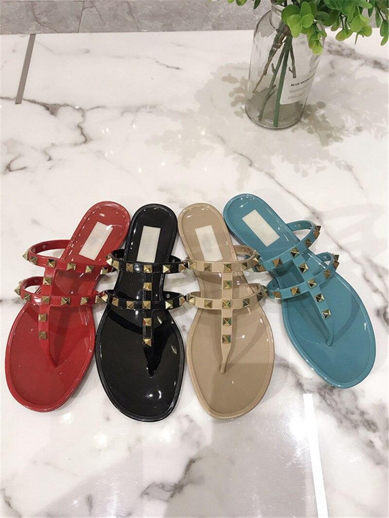 Женские сандалии-желе с заклепками, роскошные брендовые дизайнерские шлепанцы на плоской подошве, пляжные сандалии с круглым носком, сланц...