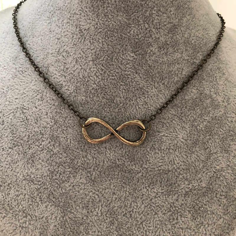 ホット販売高品質ゴールドシルバー黒銅ファッションジュエリーネックレスペンダント番号 8 チャームペンダントチェーン中空ネックレス