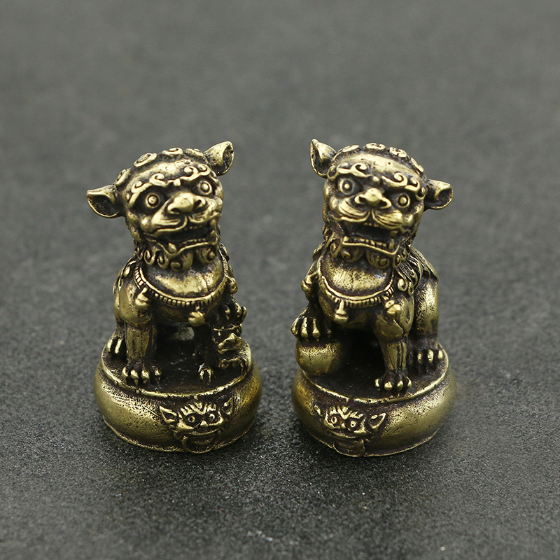 Chinese antique brass pair of lion pendants copper  desktop accessories