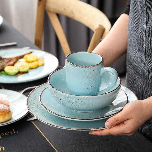 Vaisselle colorée bleue