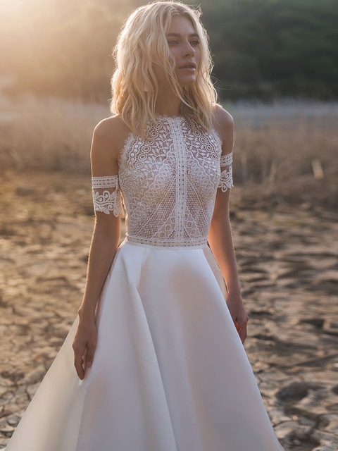 Simple A-Line Wedding Dresses Sexy Illusion O Neck Off Shoulder Button Cut-Out Lace Appliqued New 2021 Long Bridal Gowns Custom 3