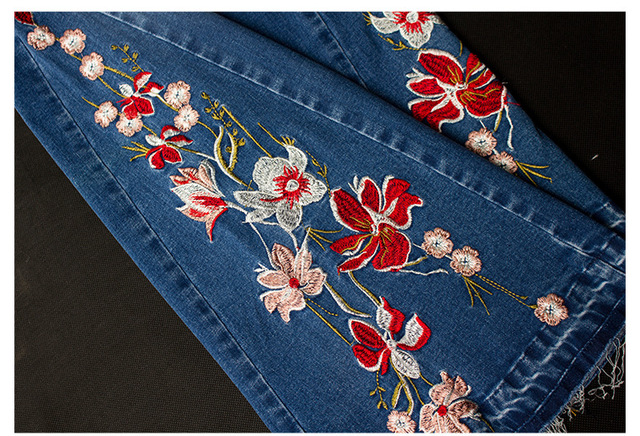 Skinny Jeans with flare design and floral embroidery