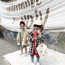 Модный клетчатый Тренч в Корейском стиле для мальчиков и девочек Детские хлопковые свободные длинные куртки верхняя одежда