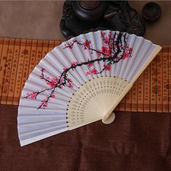 Chiński styl Shui malowidło tuszowe kwiat śliwy składany wentylator lato Vintage bambusowy kwiat śliwy składane strony kieszonkowe prezenty tanie i dobre opinie CN (pochodzenie) Z tworzywa sztucznego Free form Tkanina ventilador mariage abanico folding fan abanicos para boda lote