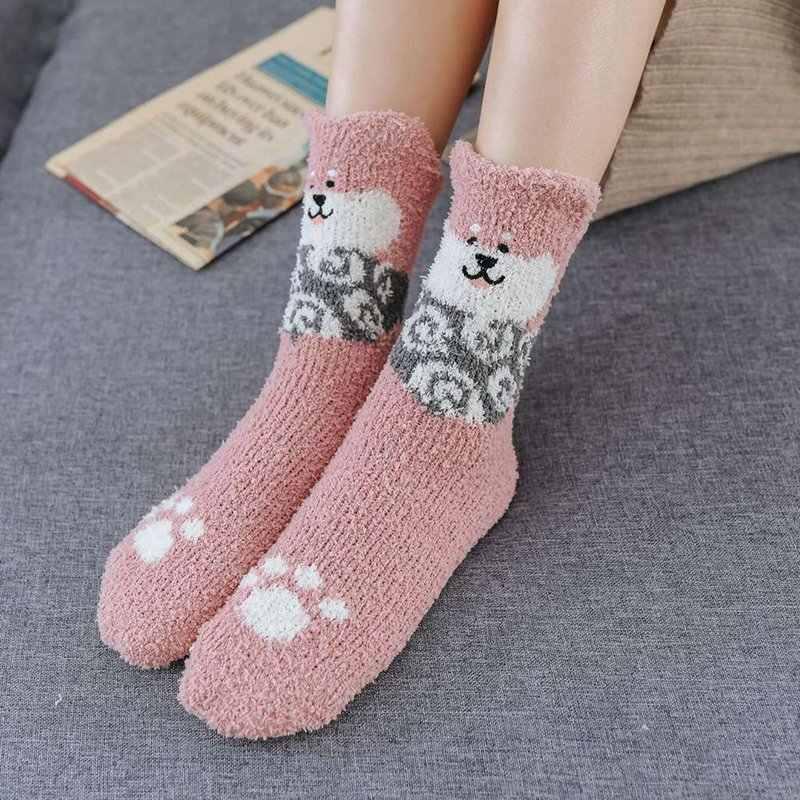 Kadın moda köpek nakış peluş çorap kadın kalınlaşma pamuk orta çorap komik yavru mercan çorap bayan karikatür sanat