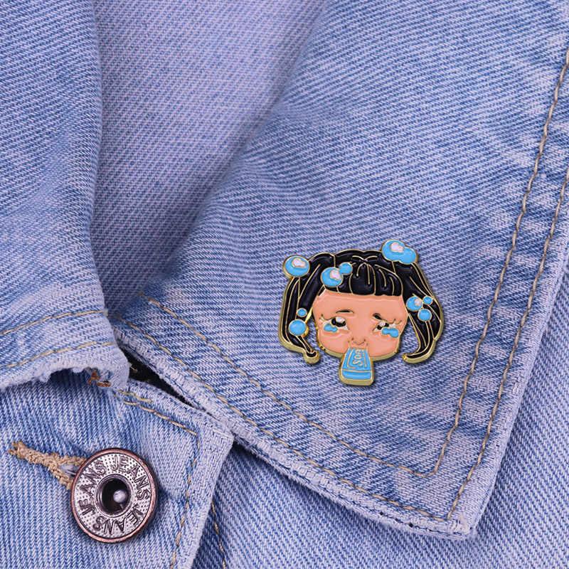 Melanie Martinez sabun Inspired yaka Pin parlatıcı ile bu squeaky temiz ama sinirli aksesuarı