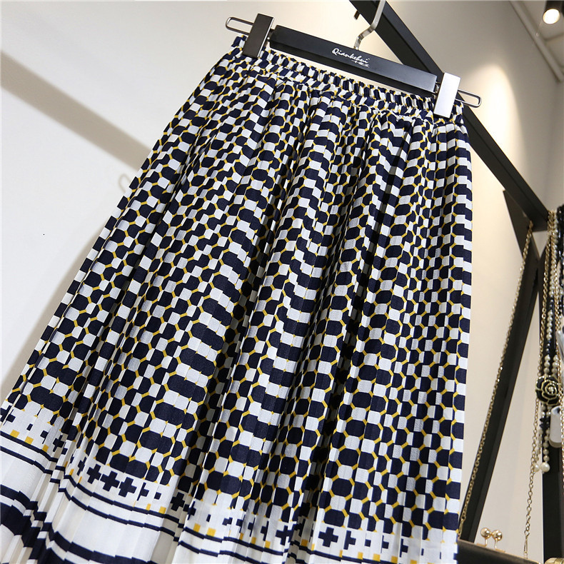 LANMREM 19 spring Fashion New Black White Dot Contrast Color Pleated Elastic High Waist Skirt All-match Female's Bottoms YF129 5