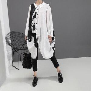 Image 2 - [EAM] النساء أسود أبيض طباعة كبيرة حجم اللباس المعتاد جديد التلبيب كم طويل فضفاض صالح الأزياء المد الربيع الخريف 2020 1A923