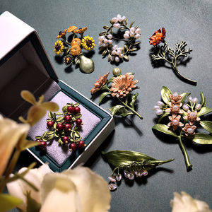 HUANZHI Vintage Green Color Plant Pearls Pin Tree Lotus Leaf Cherry Flower bamboo Enamel Brooch for Women Coath Accessories