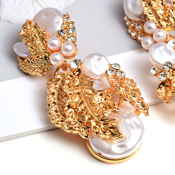 Pearl Flower-Shaped Crystal Studded Gold Earrings 5
