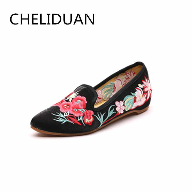 Çin kadınlar Mary Jane daireler ayakkabı Vintage çiçek nakış sivri burun konfor Slip-on yaz bale ayakkabıları kadın boyutu 40