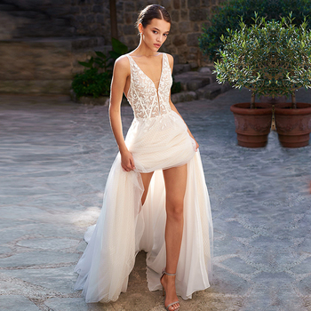 Eightree V-Neck A Line Bobo Lace Wedding Dress Appliques Tank Sleeve Backless vestido de noiva Wedding Gowns Sweep Train Bridal short wedding dresses 2019 new design v neck cap sleeve backless tea length a line tulle lace bridal gowns vestido de noiva