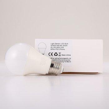 2 6 sztuk 9W E26 inteligentne światło żarówka LED czujnika 3000K z automatycznym przełącznikiem na zewnątrz lampa wewnętrzna wbudowany wydawałby wykrywania tanie i dobre opinie ICOCO CN (pochodzenie) 2700K ~ 6500K LED bulbs SALON AC100-240V 500-999 lumenów Globe 3-8 ㎡ Żarówka bańka 270°