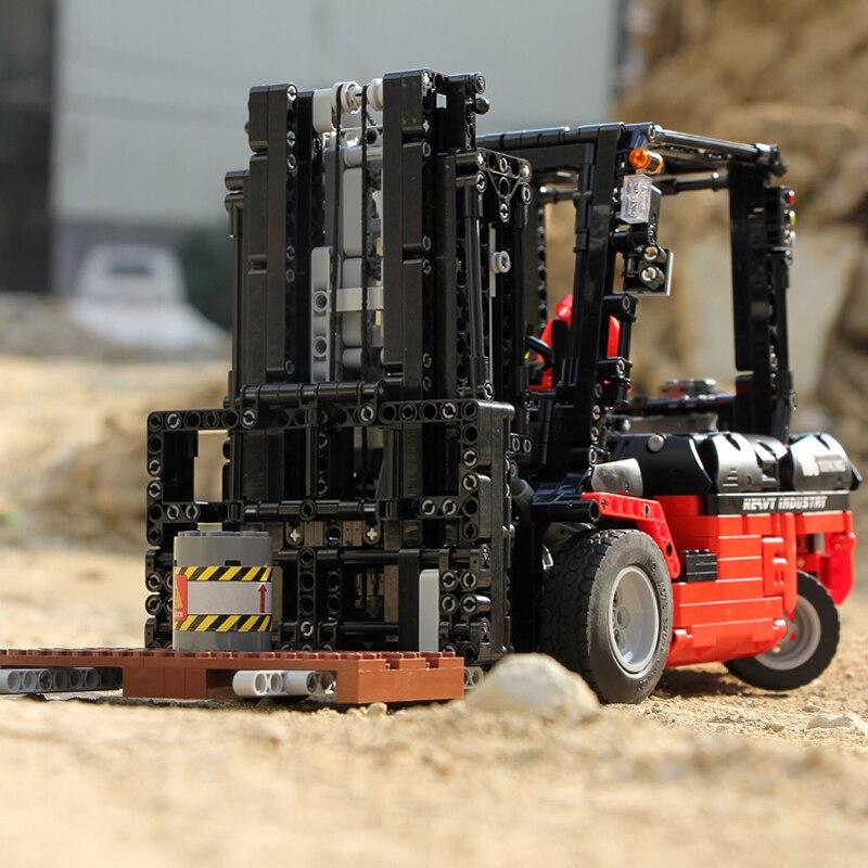 Mould King High-Tech APP RC Model Forklift Truck 13106 1719PCS Building Blocks Bricks for Children Assemble Car Christmas Toys