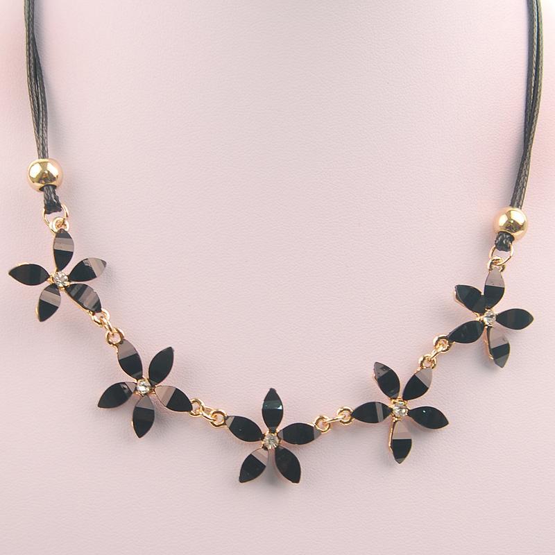 Едно парче дамски темперамент дизайн мъниста чар чар златен цвят цветя огърлица gargantilha подаръци за бижута