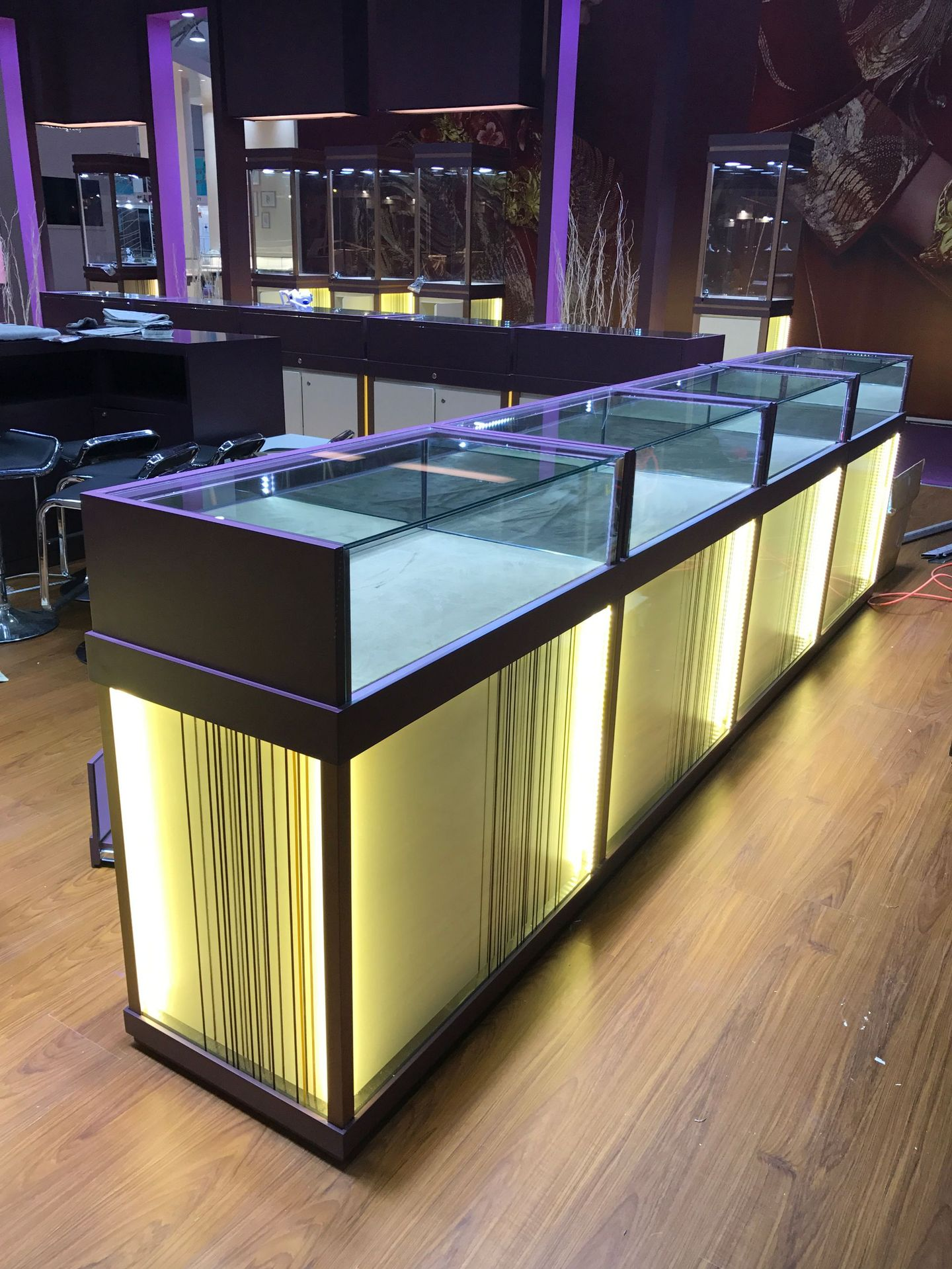 Manufacturers Top Grade Jewelry Showcase Customizable Jewelry Display Cabinet Island Cabinet Jewelry Showcase Round Glass Showca