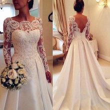 Кружевное атласное свадебное платье с длинным рукавом украшенное