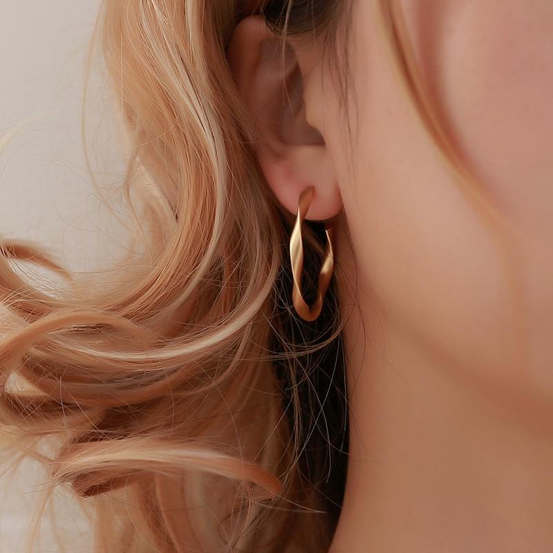 Big Open Twisted Hoop Earrings for Women Matte Golden/White C-shape Large Circle Temperament Earring Stud Vintage Ear Jewelry