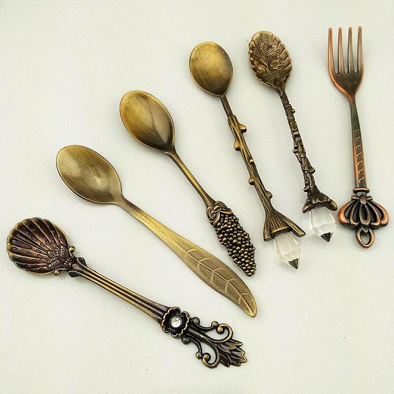 MR 6Pcs/Set 10cm Vintage Dessert Spoons Fork Mini Royal Style Metal Gold Carved Coffee Snacks Fruit Prikkers Dessert Fork