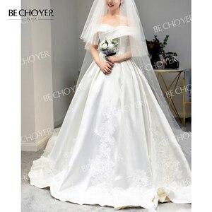 Image 4 - מתוקה כבוי כתף סאטן שמלות כלה אפליקציות אונליין משפט רכבת BECHOYER I193 נסיכת כלה שמלת Vestido דה novia