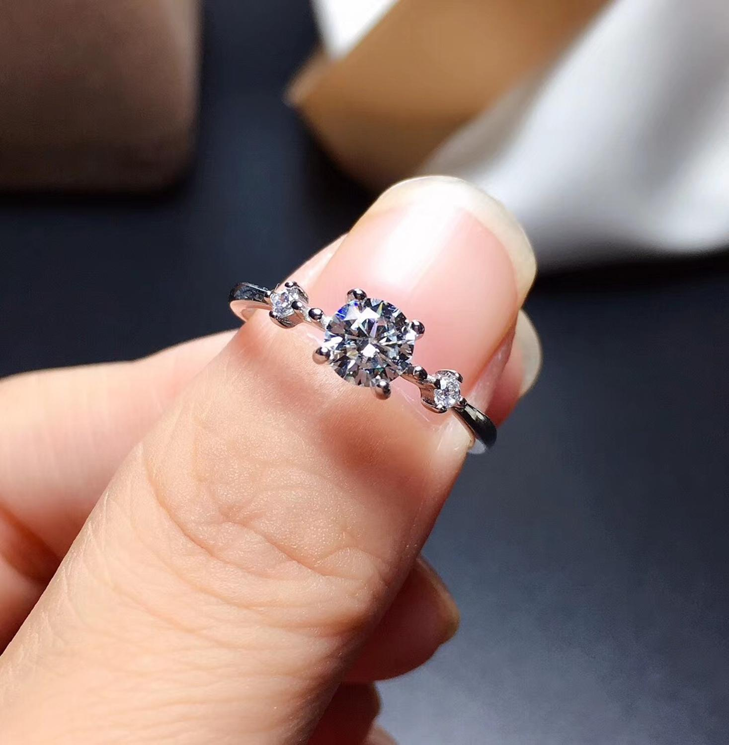 Moissanite rings color D VVS1 .GRA and CMA certificate. Black card 925silver Simple lady