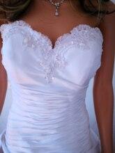 קלאסי טפטה קו במלאי חתונת שמלה עם פרחים מתוק גן הכלה שמלה לקיר