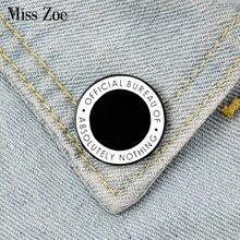Esmalte redondo pinos personalizado preto branco broche lapela pino camisa saco oficial bureau de absolutamente nada emblema jóias presente amigos